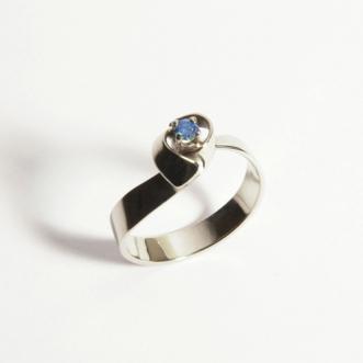 Wit gouden ring met diamantje